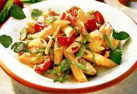 Салат из макарон . Очень вкусный и сытный салат из макарон, с фото