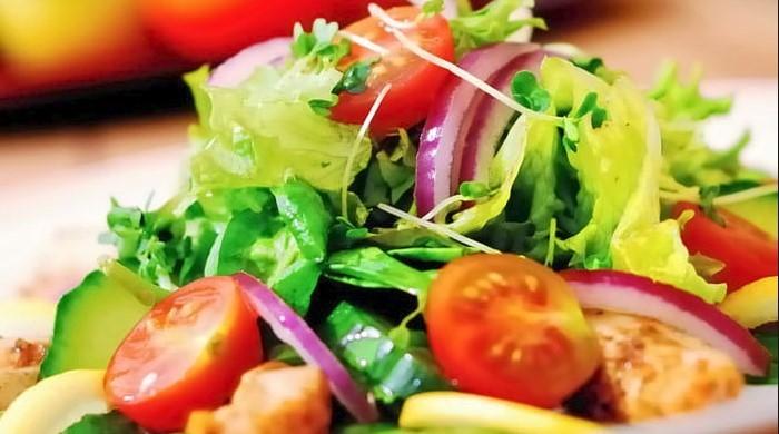 салаты с помидорами