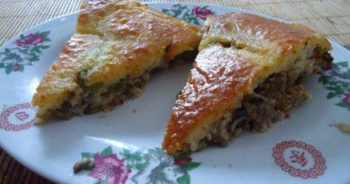 Простой и вкусный рецепт заливного пирога с фаршем, грибами и стручковой фасолью