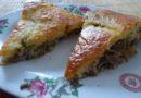 Рецепт приготовления вкусного заливного пирога с фаршем, грибами и луком, на скорую руку