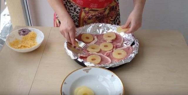 ананасы на мясо