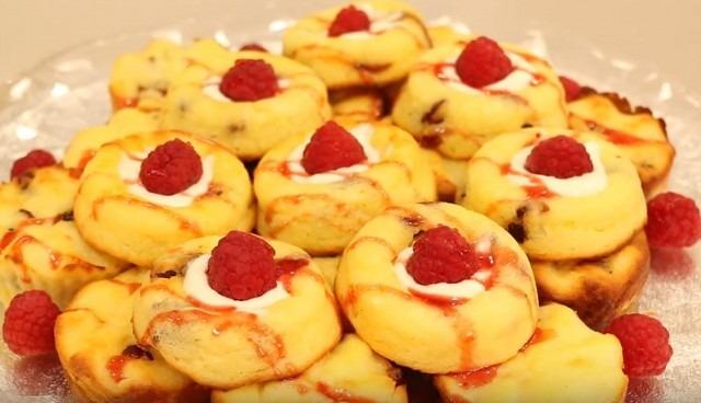 Рецепты оригинальных вкусных сырников из творога с ягодой и фруктами