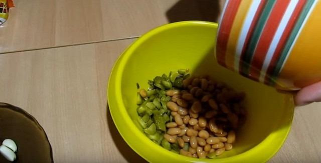 фасоль в огурцы