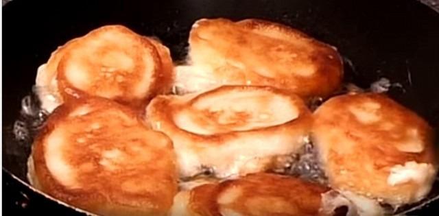 12 рецептов пышных оладьев на кефире, на молоке, на дрожжах