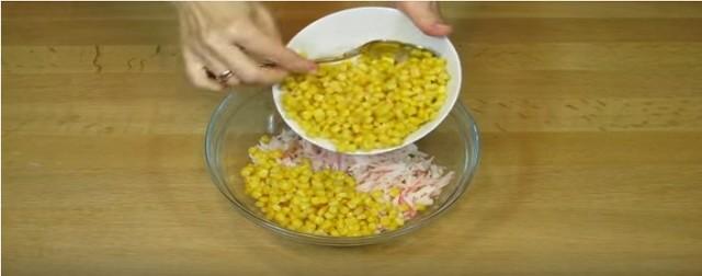кукурузу в чашку