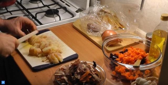 Классический рецепт винегрета с горошком и солёными огурцами