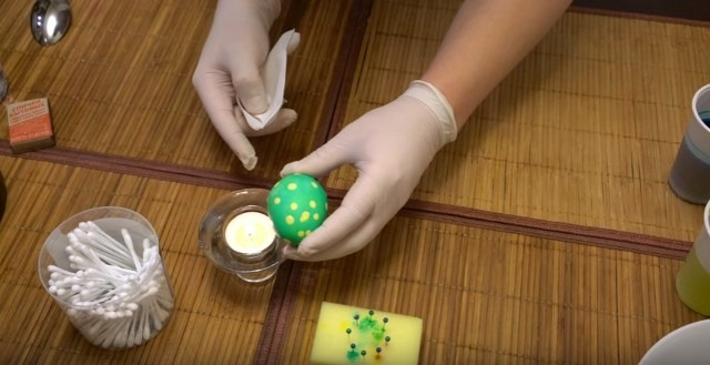 яйца на пасху в горошек