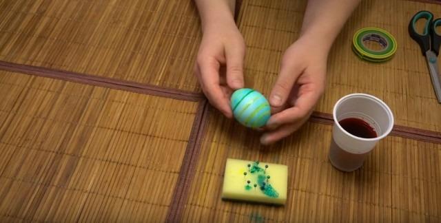 яйца на Пасху в полоску