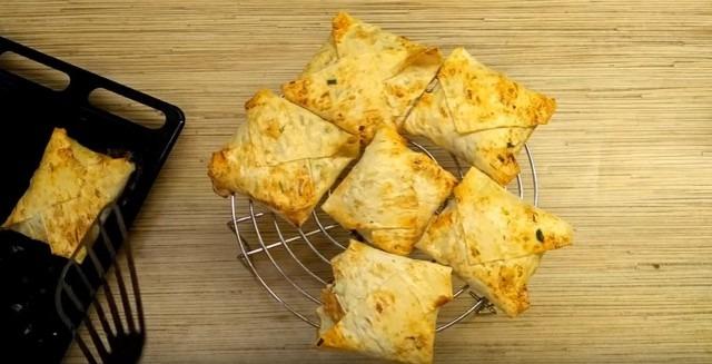 Быстрые пирожки с яйцом и зелёным луком