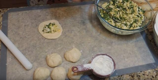 Пирожки с яйцом и зелёным луком