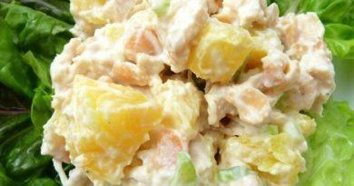Пошаговые рецепты приготовления  салатов из курицы с ананасами, грибами и сыром