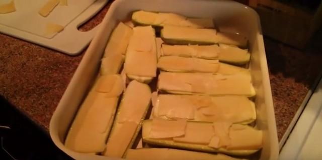 Кабачки в духовке с сыром