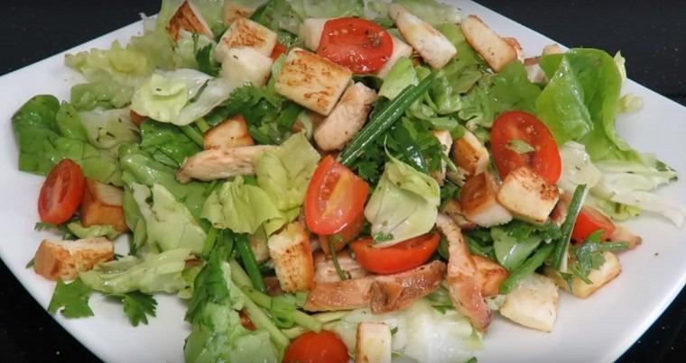 Салаты с куриной грудкой — рецепты с помидорами, яйцами, грибами, огурцами, сыром