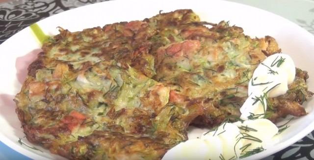 Оладьи из кабачков, рецепты с краб. пал.