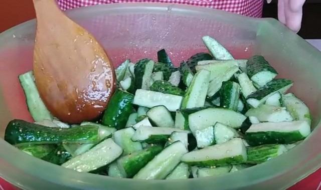 Салат из огурцов на зиму простой