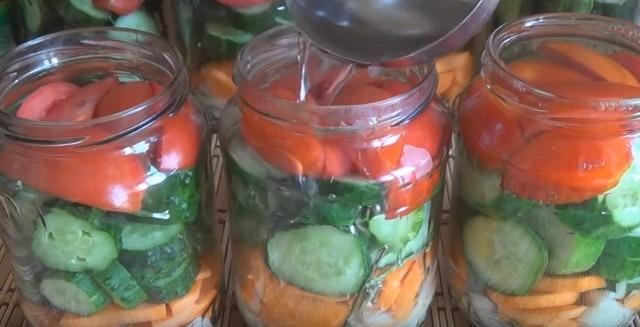 Салат из огурцов на зиму с помидорами