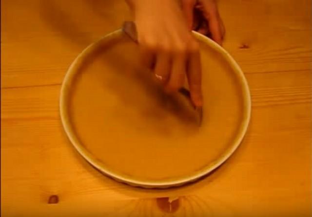 накалываем вилкой тесто