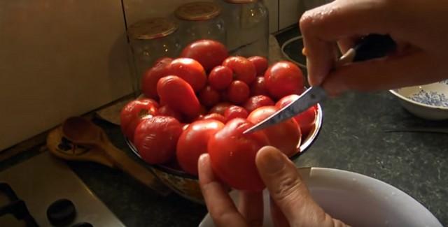 обрезаем помидоры