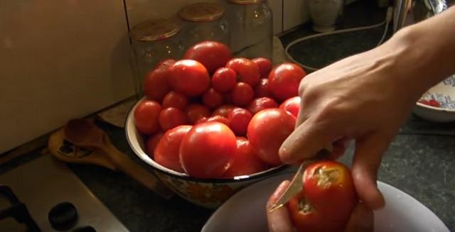 Томатный сок- обрезаем помидоры