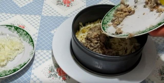 Смотреть Салат мимоза - лучшие классические рецепты салата мимоза с консервами и сыром видео