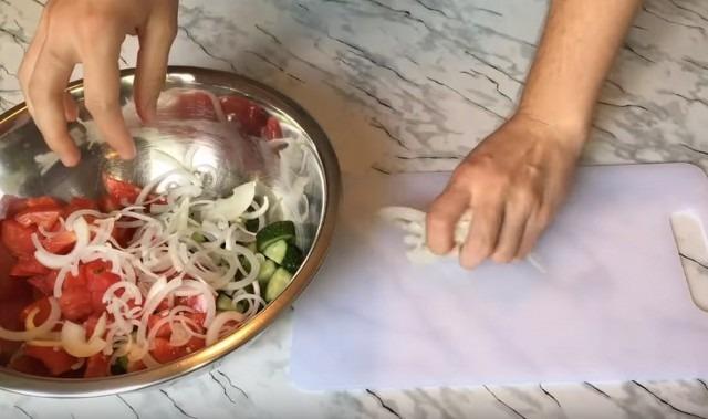 лук к овощам