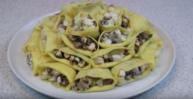 салат в блинчиках