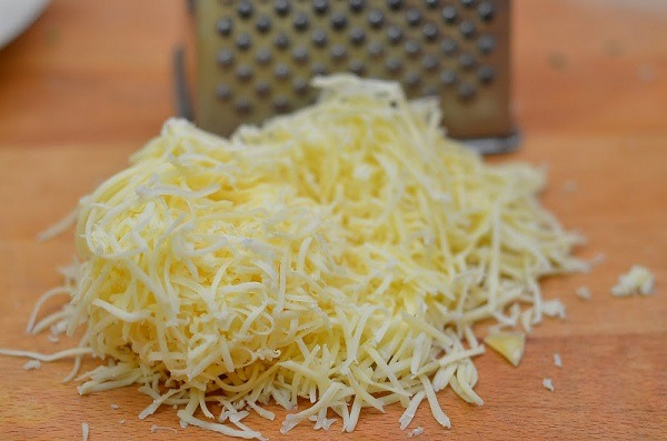 мелко натереть сыр