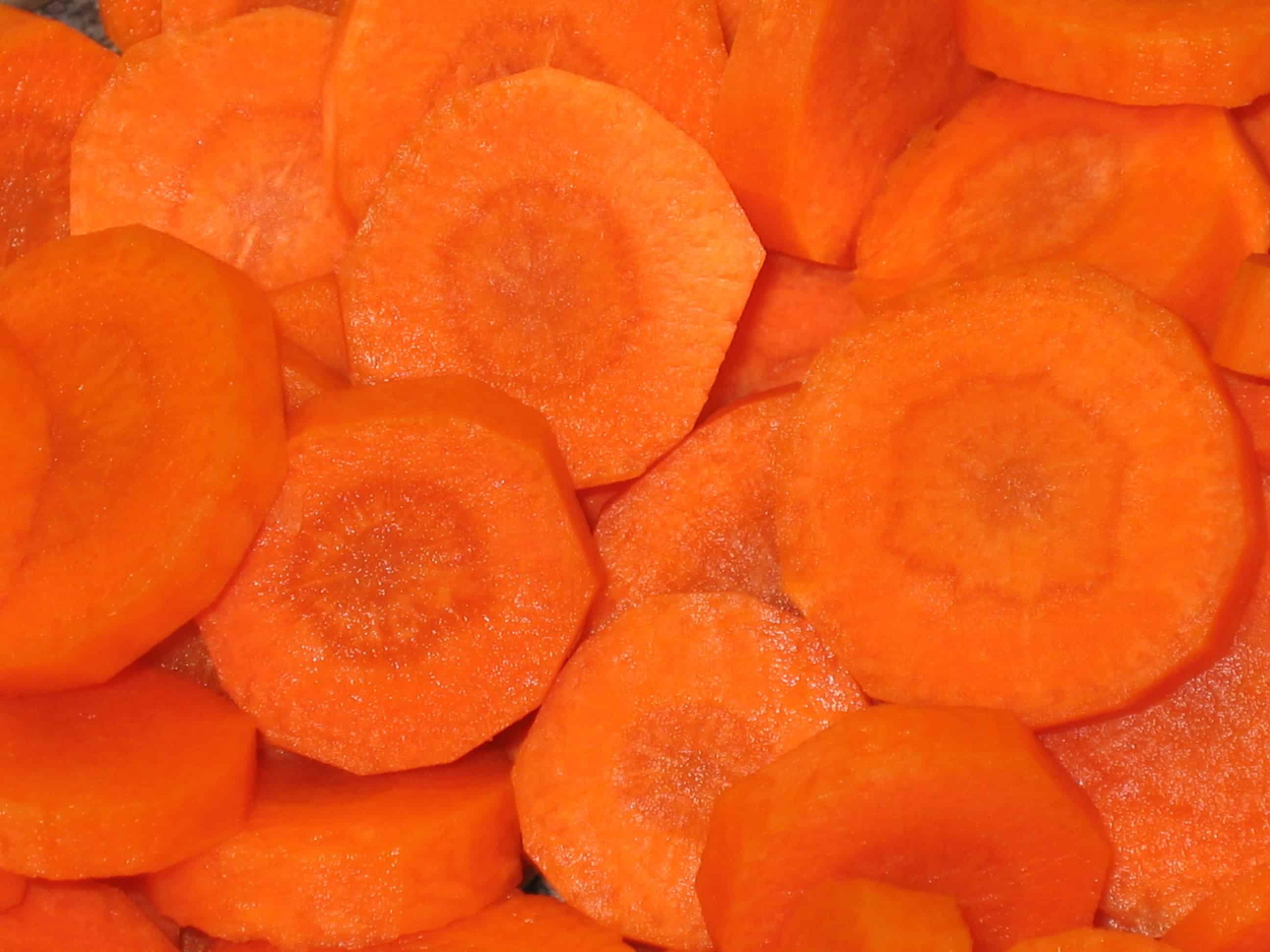 крошим морковь кругляшками