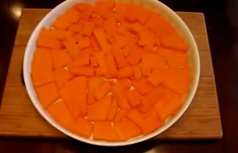 выкладываем кусочки в сковороду