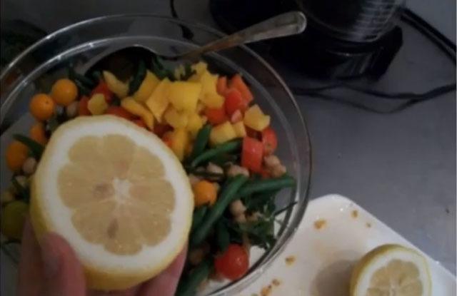 заправка салата лимонным соком