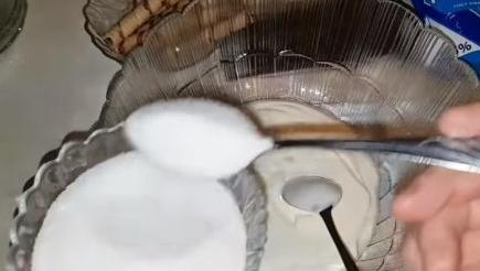 смешиваем сметану с сахаром