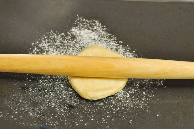 раскатываем в лепёшку тесто