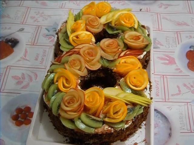 украшен торт 8 марта