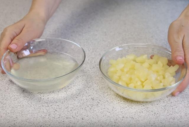 нарезать ананасы кубиками