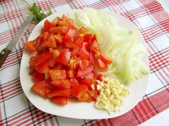 помидоры с луком