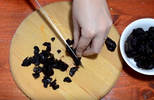 нарезать чернослив