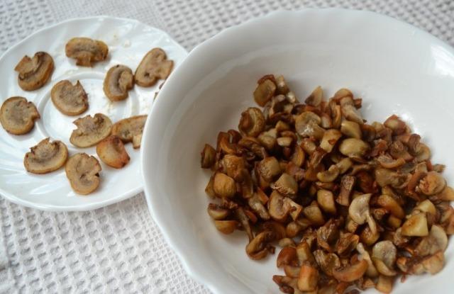 подготовить и обжарить грибы