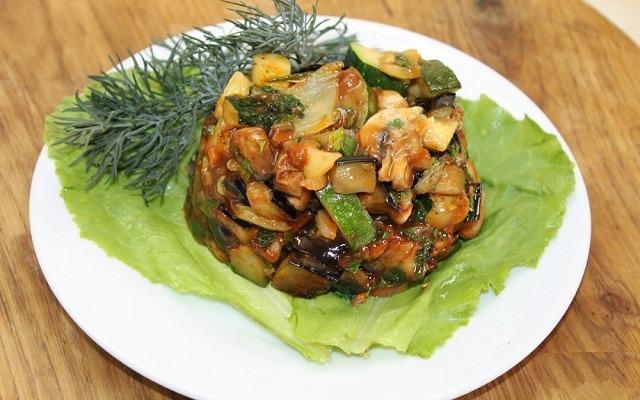 тушеный овощной рататуй