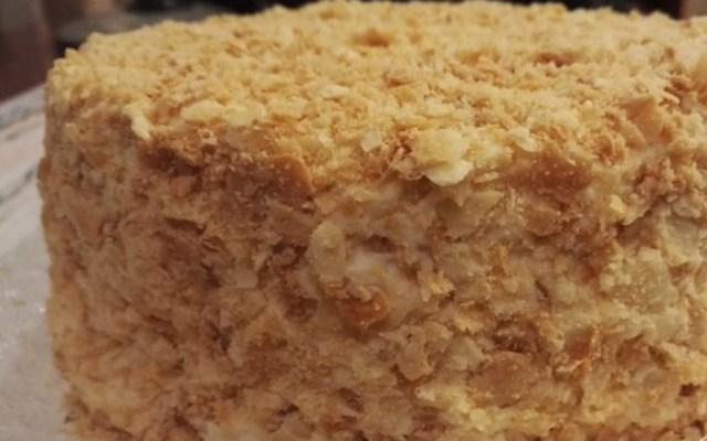 обсыпать торт крошкой