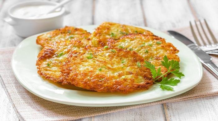 Рецепты приготовления классических картофельных драников с добавками