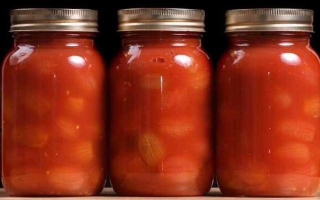 Ароматные помидоры в томатном соке из магазина