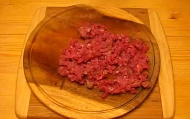 порубить мясо