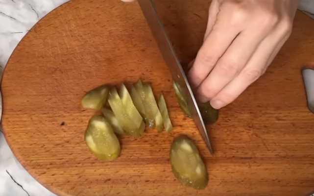 нарезать огурцы