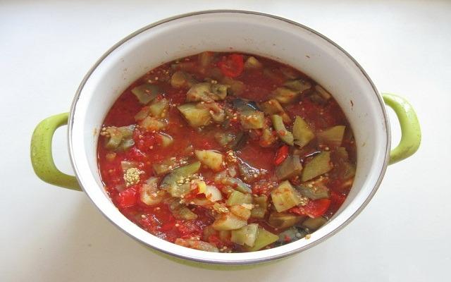 добавить томатное пюре