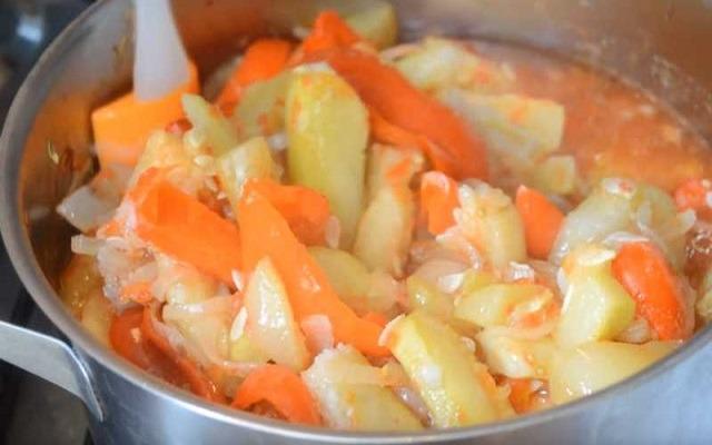Лечо из болгарского перца и кабачков на зиму – пальчики оближешь