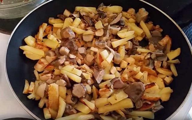 соединить картошку и грибы