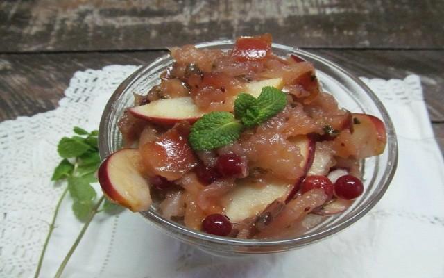 яблочное варенье с клюквой и мятой