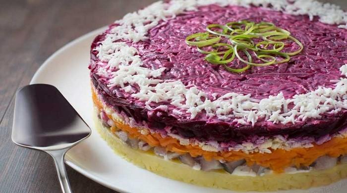 Рецепты приготовления вкусного праздничного салата — селёдки под шубой, слои пошагово