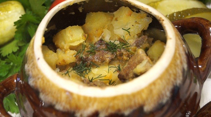 Тушёная картошка с мясом приготовленная в горшочках, в духовке