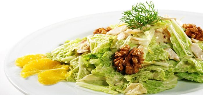 Салаты с пекинской капустой — простые и вкусные рецепты на праздничный стол
